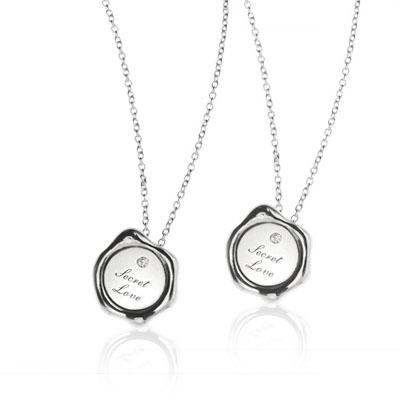 SecretStone Seal Design Couple Pendant _Diamond